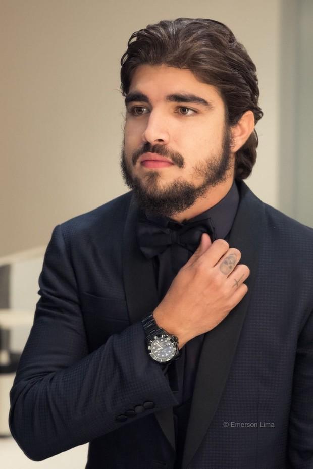 Caio Castro e seu novo look domado(Foto: Divulgação/ Emerson Lima)